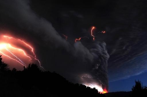 南米チリのプジェウエ火山、中程度の噴火続く