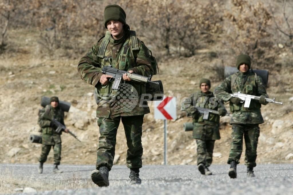 トルコ軍とクルド人武装勢力が激しい戦闘、双方で約40人死亡