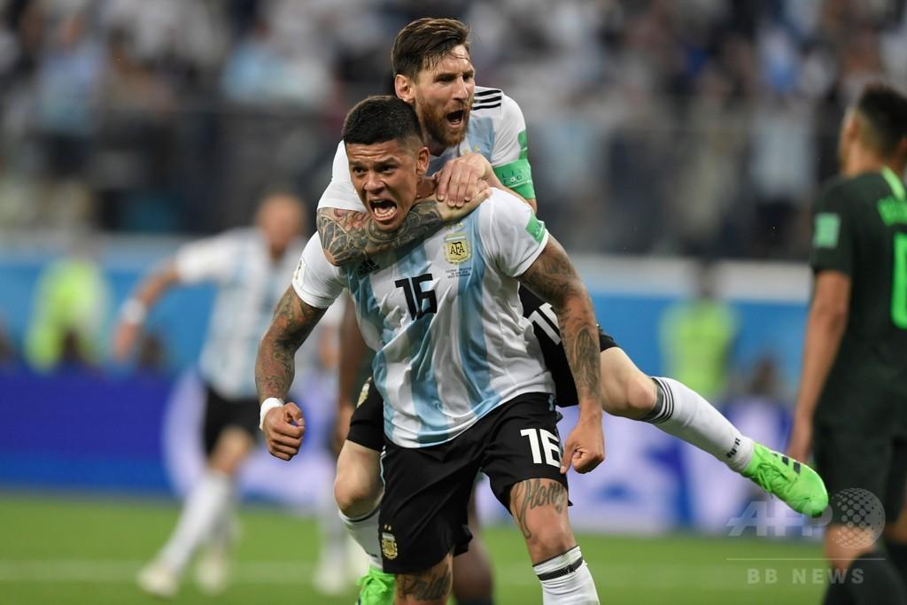 アルゼンチンが逆転16強入り、メッシとロホが母国救うゴール