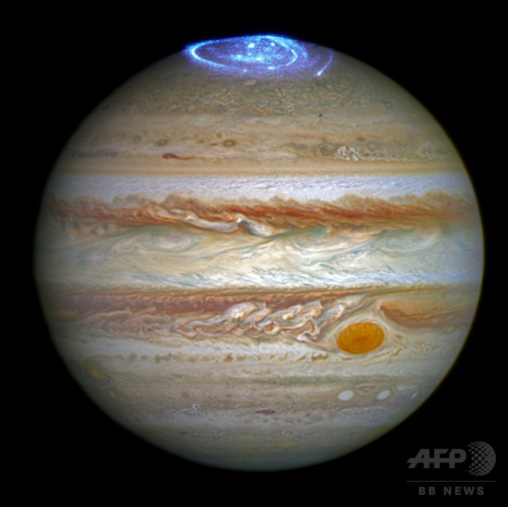 木星のオーロラ、ハッブル宇宙望遠鏡撮影 NASA