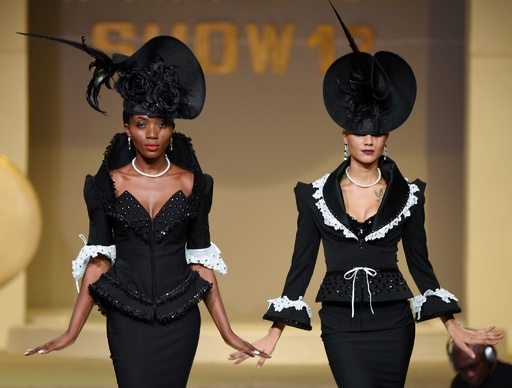 コートジボワールでファッションショー、地元デザイナーらが新作