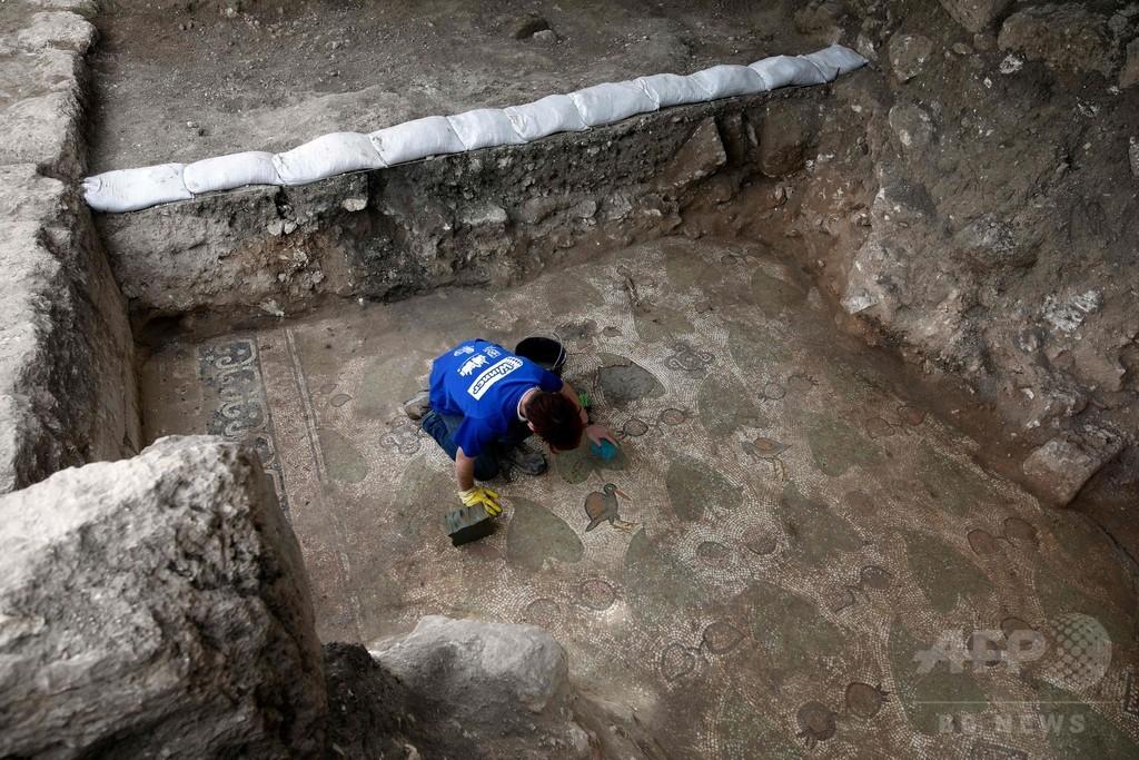 建設現場からビザンツ帝国時代の遺構、精巧なモザイク床 イスラエル