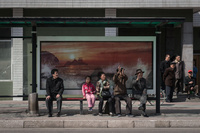 バス停で垣間見える平壌市民の素顔