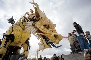 機械仕掛けの巨大竜、仏ナントで公開
