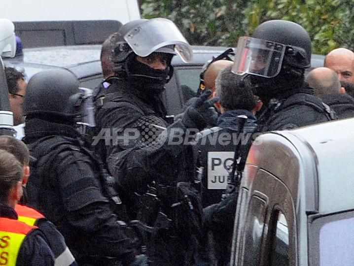 仏連続銃撃事件、容疑者が銃撃戦の末に死亡