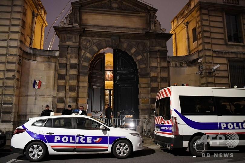 「黄色いベスト」デモ、政府庁舎の扉破り侵入 仏各地で衝突