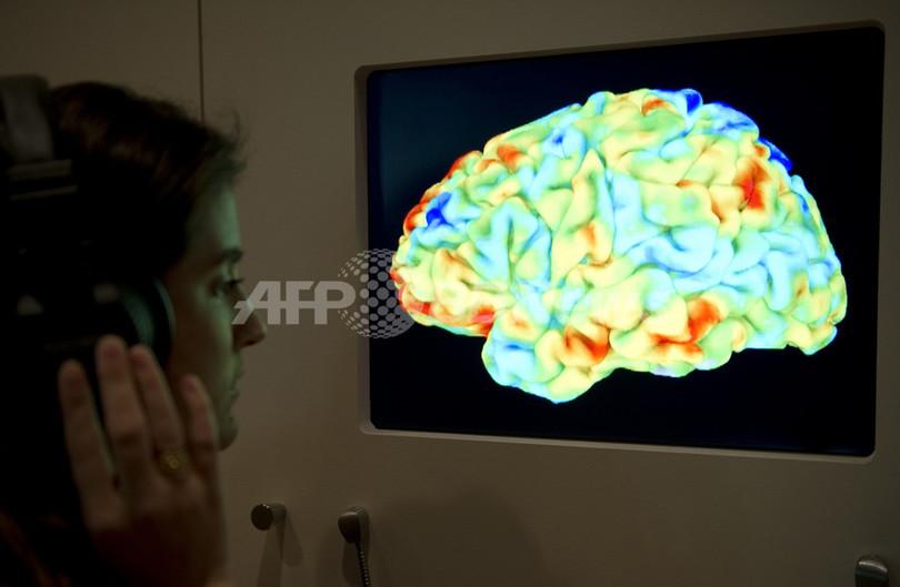脳波で絵を描く新技術、まひ患者向けに開発 独技術見本市