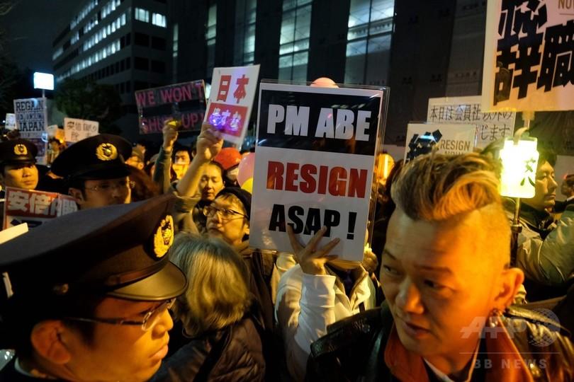 安倍首相辞任求め官邸前デモ、昭恵氏招致も要求
