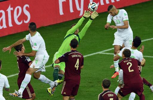 FIFA、ファンのレーザー光線使用でアルジェリアに罰金