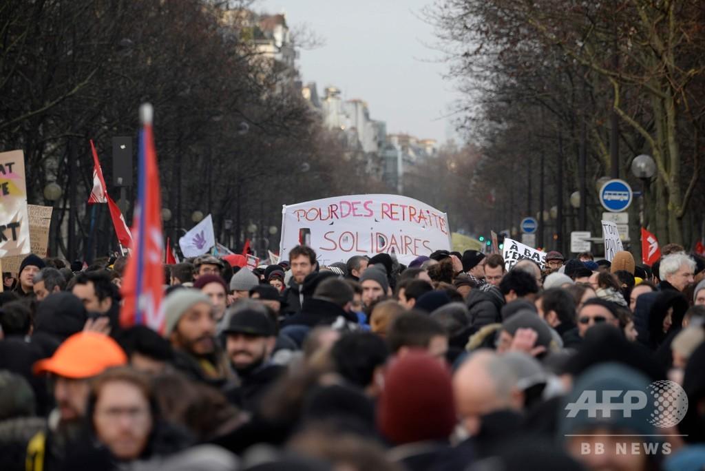 仏年金改革、首相が譲歩も労組反発 スト拡大宣言