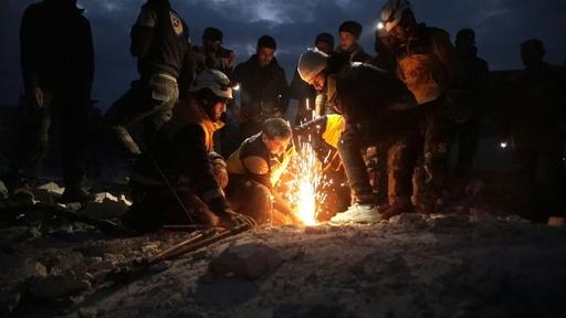 動画:シリア北西部でロシア軍が空爆、子ども13人含む23人死亡