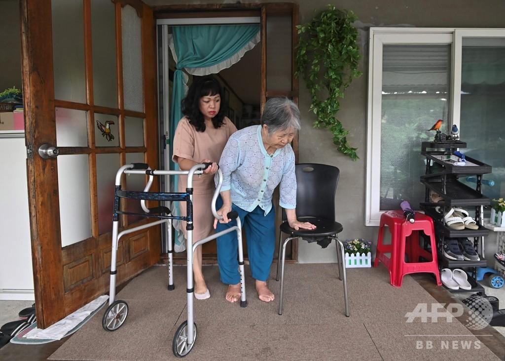韓国の模範的「孝行娘」 義理家族の世話をする外国人女性