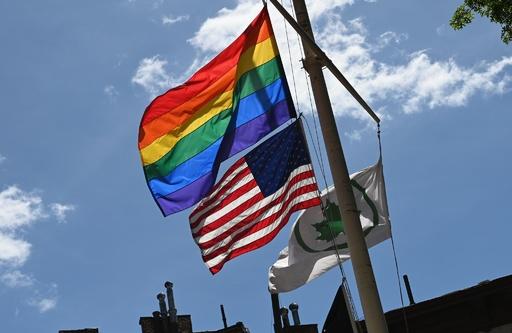 米大使館の掲揚ポールにゲイ・プライド旗は不可、国務省認める