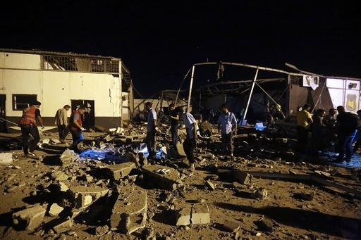 リビア移民施設に空爆、44人死亡 国連が非難