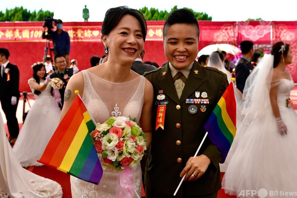 同性カップル、軍の合同結婚式に初参加 台湾