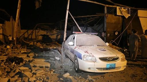 動画:リビア移民保護施設に空爆、40人近く死亡 現場の映像