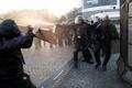 左派が抗議デモ、警察と衝突 仏大統領選
