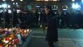 動画:仏マクロン大統領、Xマス市襲撃のストラスブールで献花