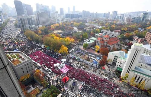 朴大統領の辞任求め100万人規模のデモ、韓国