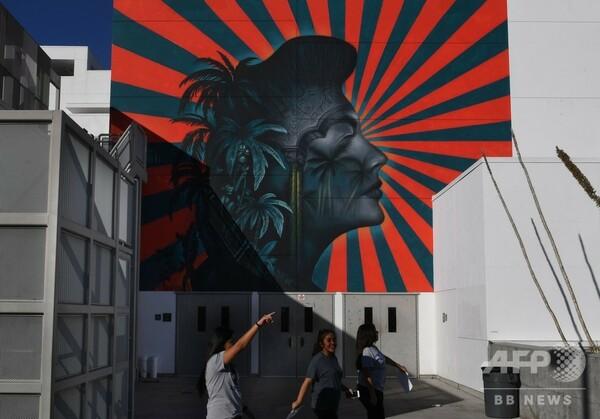 旭日旗に類似、韓国系米国人団体の抗議で壁画消去 米LA