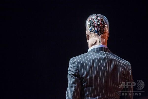 ロボットが人類の将来を議論、テクノロジー会議「RISE」 香港