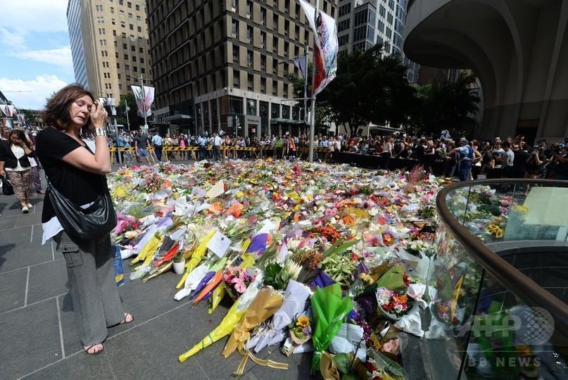 カフェ立てこもり、事件終結もオーストラリアを覆う悲しみ