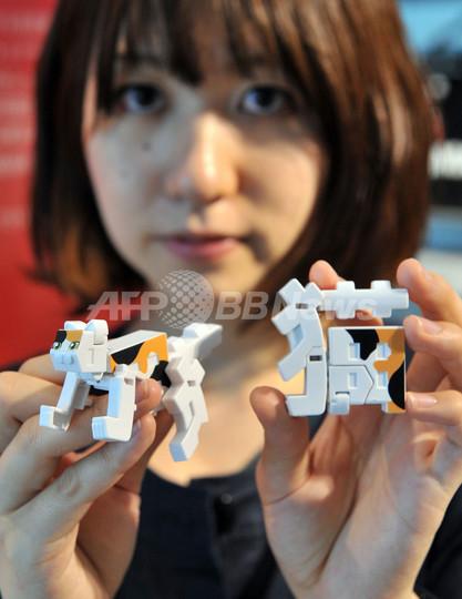 バンダイの玩具菓子「超変換!!もじバケる」シリーズ、渋谷で展示会