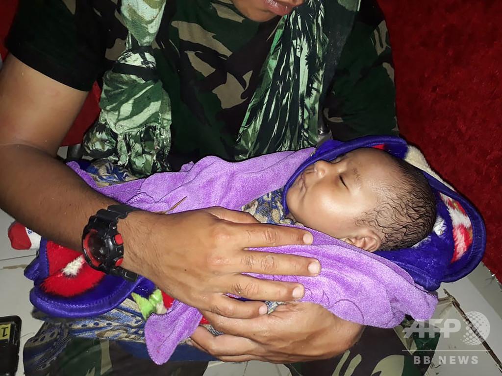 インドネシア鉄砲水、がれきから乳児救出 死者は79人に