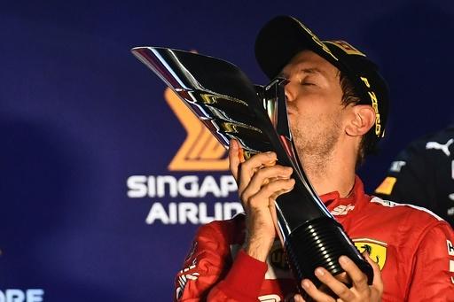 ベッテルが今季初優勝でフェラーリがワンツー、シンガポールGP