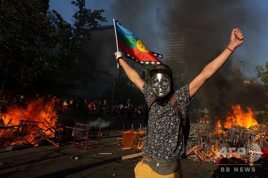 チリ、内閣改造後もデモ隊と治安部隊衝突