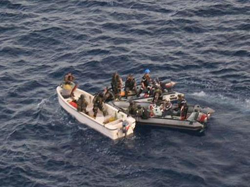 仏海軍が海賊「母船」を捕捉、米国は海賊の資産凍結を検討