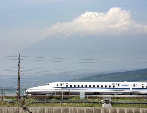 ベトナム、高速鉄道網に日本の新幹線方式を採用へ 報道