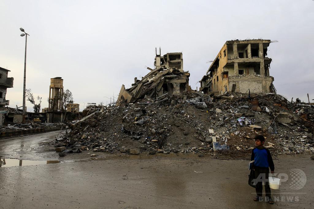 ISの旧「首都」ラッカのサッカー場に集団墓地 シリア
