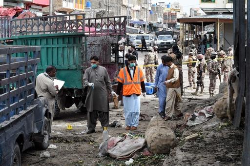 パキスタンの市場で自爆攻撃、20人死亡 異端視される少数民族が標的か