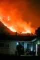 ロス近郊で新たに出火 米カリフォルニアで山火事拡大