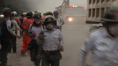 動画:グアテマラ火山噴火、192人が行方不明 死者73人に