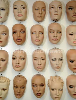 ファッションから社会まで、トレンドを反映するマネキンたち