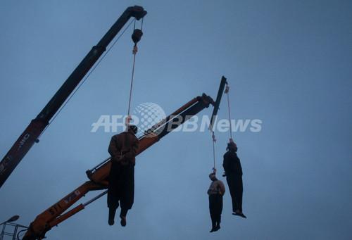 イランで13人が絞首刑に、公開処刑も