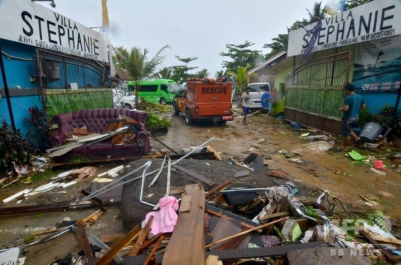 インドネシア津波、ライブ会場で演奏中のバンドごとステージのみこむ