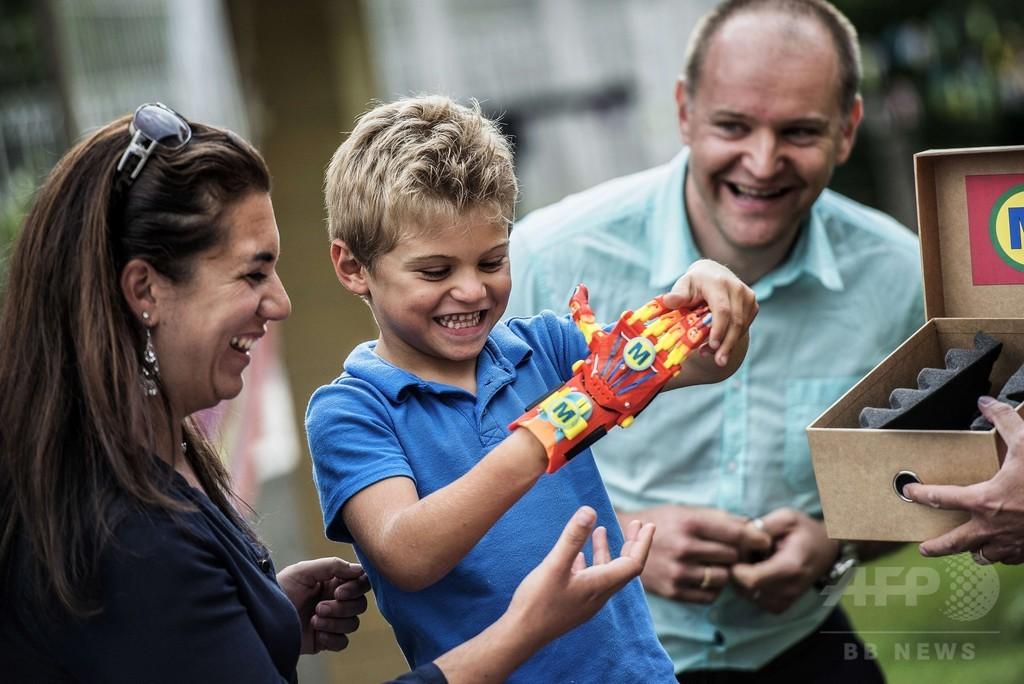 子どもに「スーパーヒーロー」の義手、3Dプリントで活用広がる