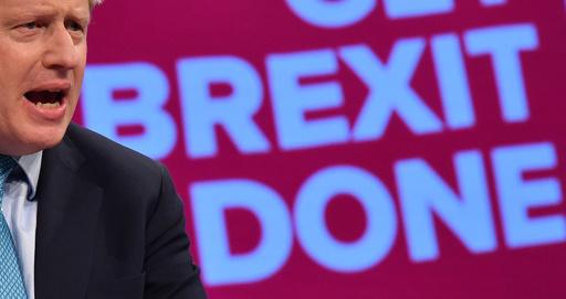 英首相、離脱協定案に署名 「歴史の新たな章の到来」