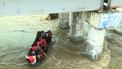 動画:ダム決壊のミャンマー、救助活動続く 6万人以上に影響か