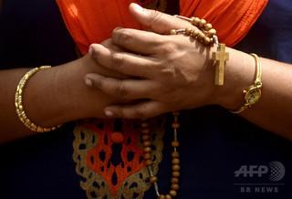 インド警察、カトリックの聖歌隊と司祭計40人を拘束