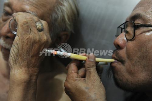 たばこでがんが治る?喫煙大国インドネシアで繁盛するクリニック