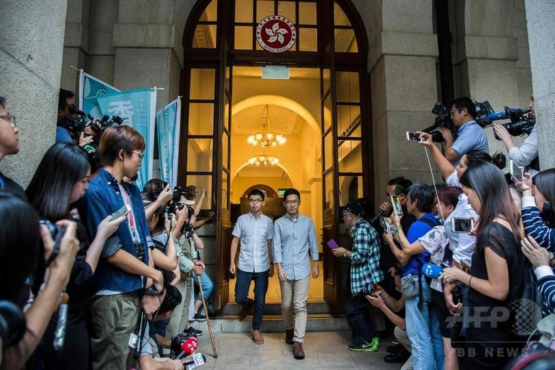 「雨傘運動」元学生指導者2人を保釈 香港最高裁