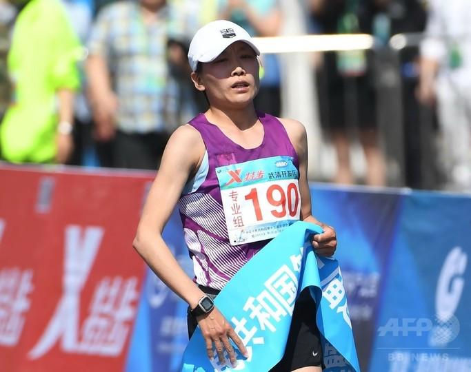 中国のマラソン女王に薬物違反で8年間の出場停止