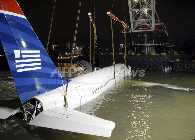 ハドソン川に不時着のUSエアウェイズ機、引き揚げ作業終了