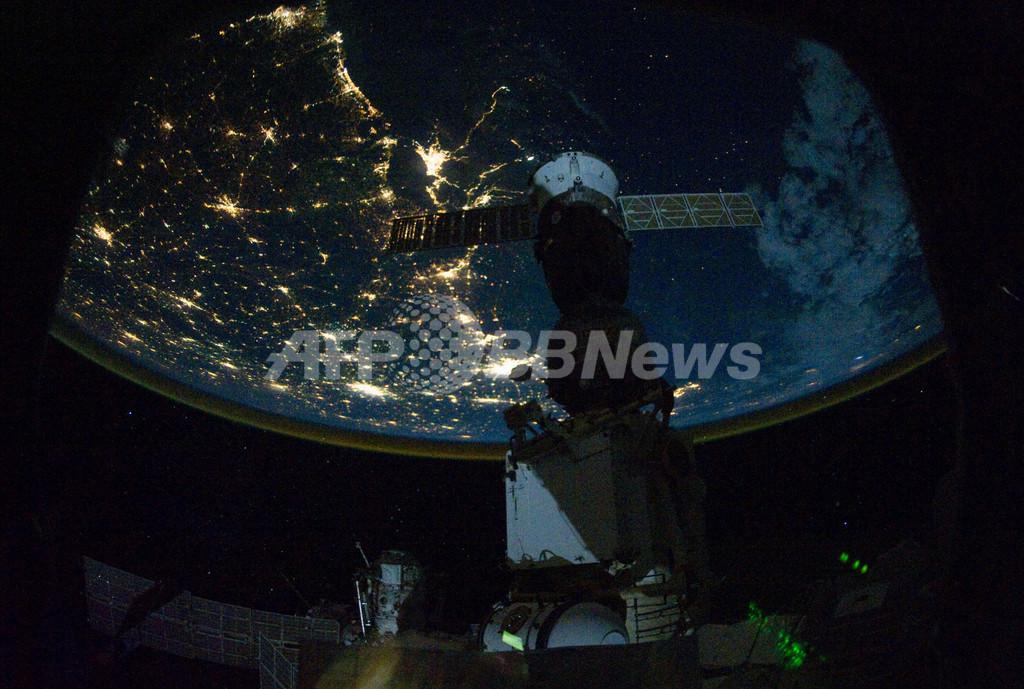 上空350キロから見た夜の米国、ISSから撮影