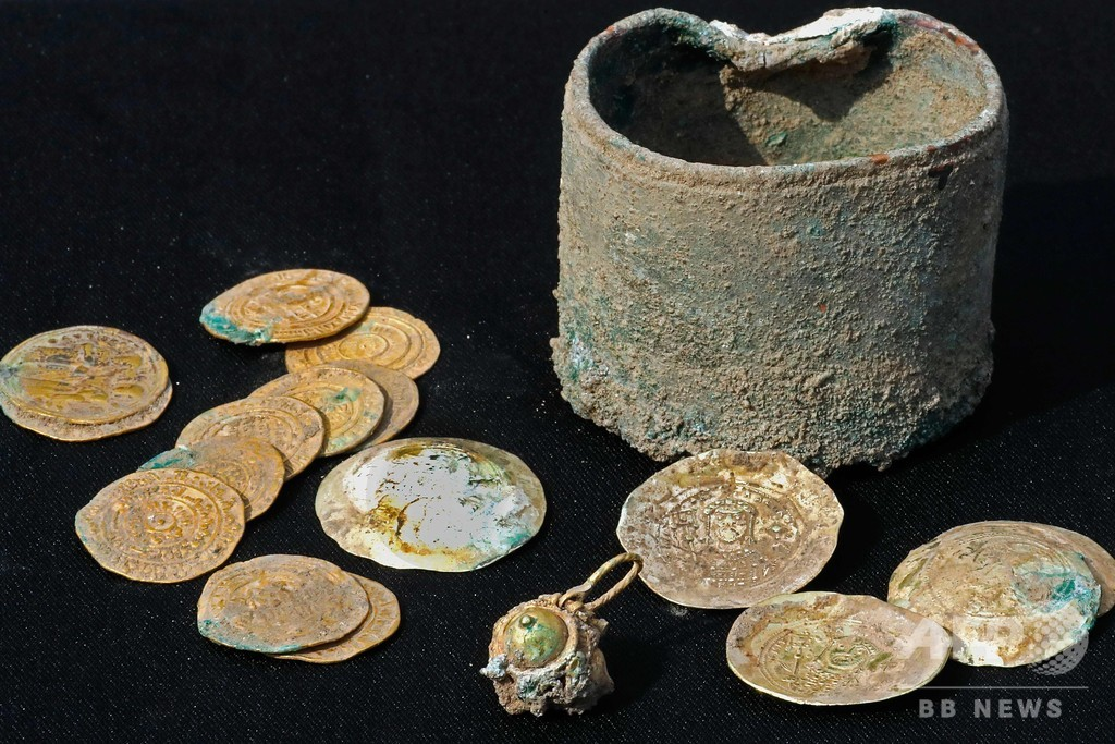 900年前の金貨24枚、イスラエルで発見 十字軍制圧時のものか