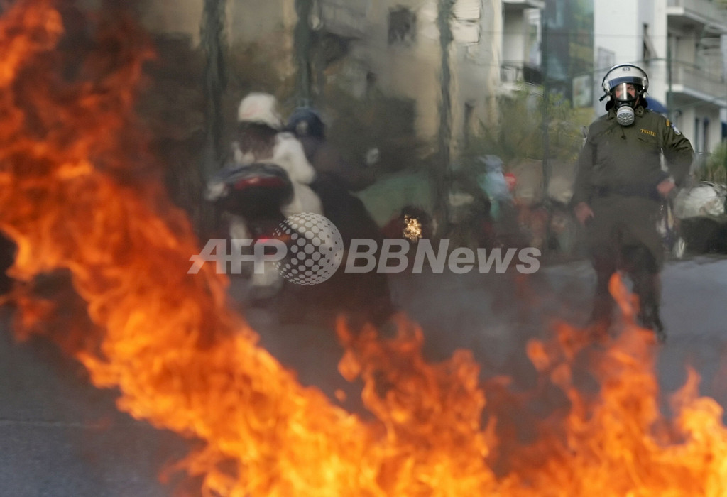 ギリシャの抗議行動、10日目に 大統領はペースメーカー手術成功
